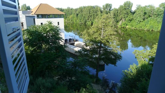 Hôtel Le Moulin De Madame : View of old mill building from room