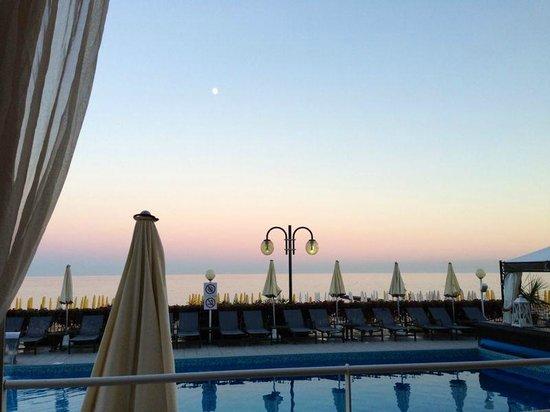 Hotel Victoria Frontemre: Dalla veranda