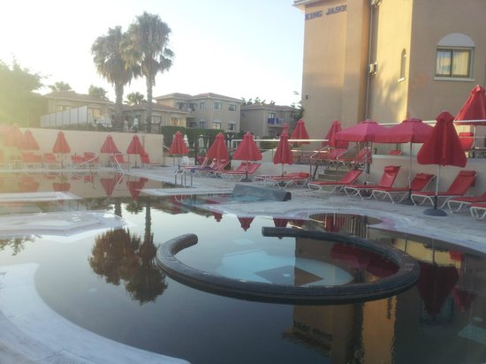 The King Jason Paphos: Pool by night - lovely sunset!