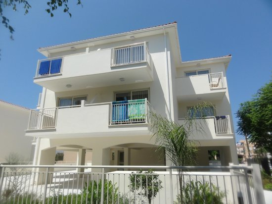 The King Jason Paphos: View of one block of 8 rooms.