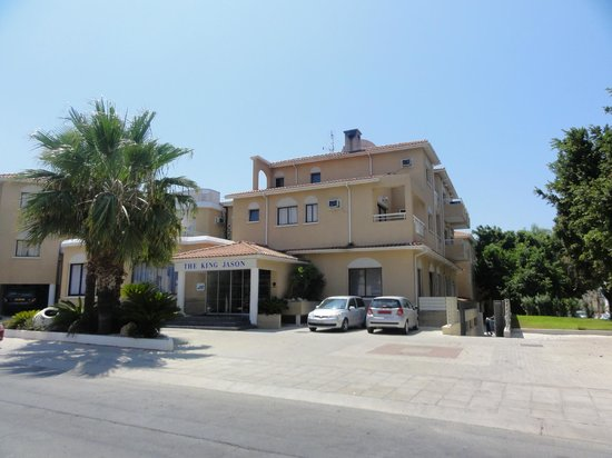 The King Jason Paphos: Front of hotel