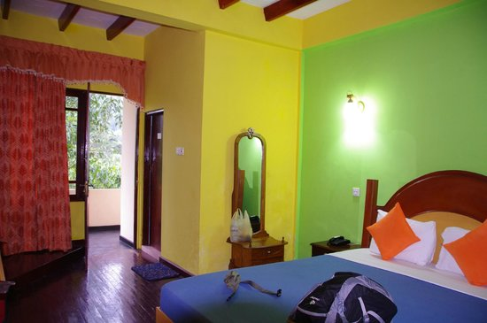 Slightly Chilled: Bright colours on a rainy Day - room w/ DBL