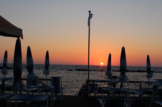 La Rotonda Sul Mare : закат на пляже