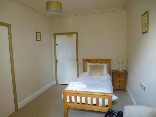 Launde Abbey: A single bedroom