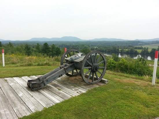 Saratoga National Historical Park: View of the Hudson River from  a redoubt in the Saratoga National Battlefied Park