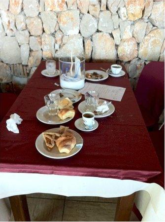 Hotel Villaggio Torre San Vito: Spreco dei cafoni, tanto hanno già pagato e buttano il cibo!