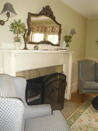 Inn at Jackson: Fireplace