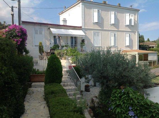 Maison Louijane: Der Blick auf das Haupthaus