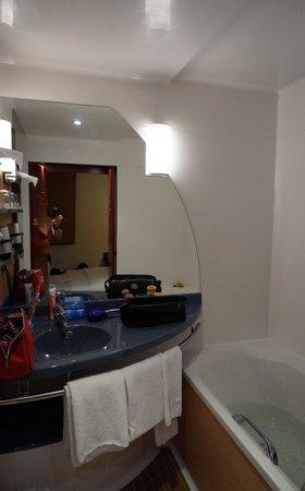 Novotel Suites Hannover City: Bathroom