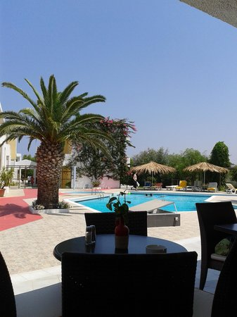 Golden Star Hotel Apartments: piscina