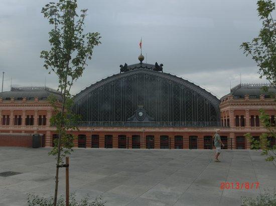 AC Hotel Carlton Madrid: アトーチャ駅まですぐ