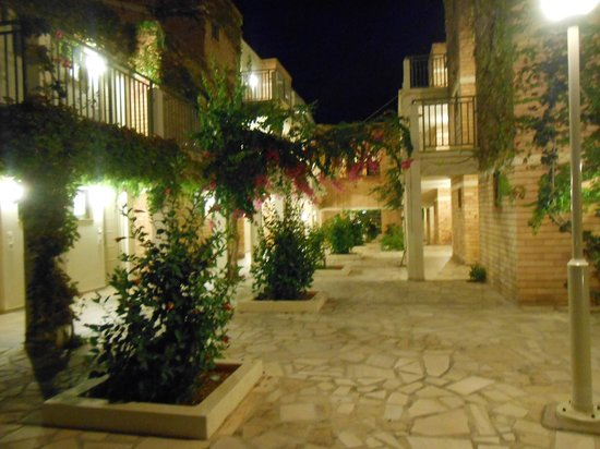 Bella Beach Hotel : accès chambre