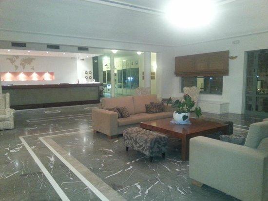 Bella Beach Hotel : le hall de réception
