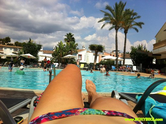 La Pergola: Poolside relaxing