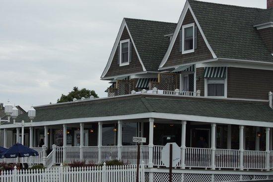 Ocean Rose Inn : Inn Rooms with Decks