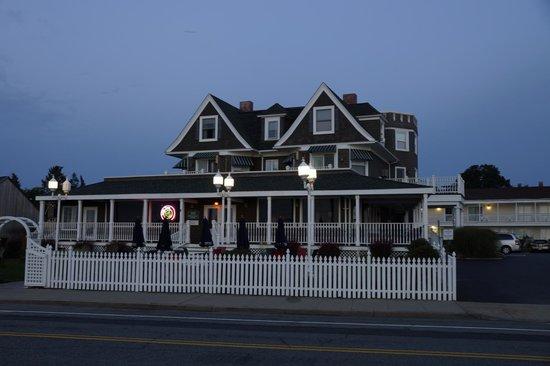 Ocean Rose Inn : Front of Hotel early morning