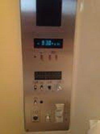 Hotel Nihonbashi Villa: control panel for radio and tv in japanese