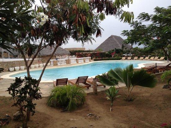 Jumbo Watamu: piscina all'inizio del villaggio.