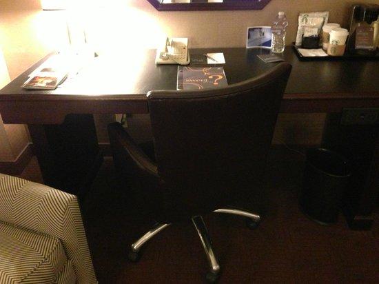 Sheraton Cerritos Hotel at Towne Center: Desk