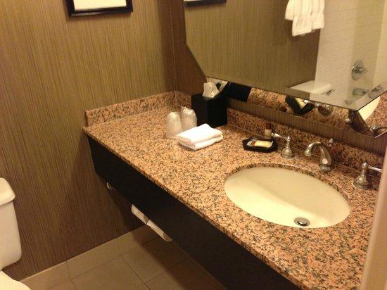 Sheraton Cerritos Hotel at Towne Center : Bathroom