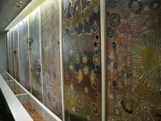 South Australian Museum: Porte della scuola di Yuendumu