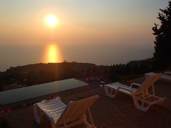 Serenity Boutique Hotel : Sunset from our room