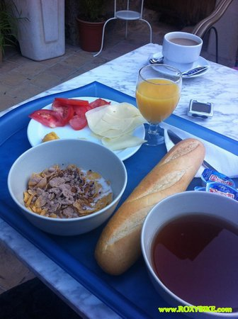 Hostal Villa Verde: The breakfast. This is all there is...!