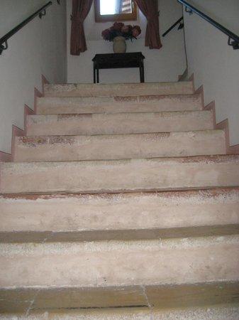 Convento di Santa Croce: la scalinata di accesso alle camere
