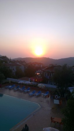Tunacan Hotel: sunset from balcony
