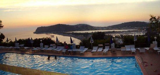Hotel Cala Moresca: Panorama zona piscina