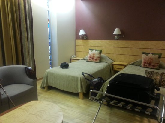 Royal Square Hotel & Suites: twin room
