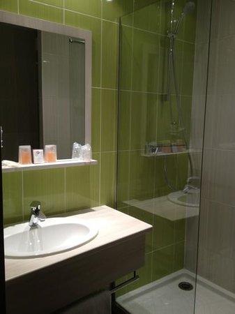 Inter-Hotel des Lys : salle de bain