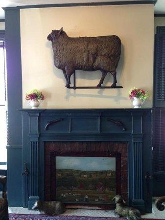 The Golden Lamb Restaurant: Fireplace