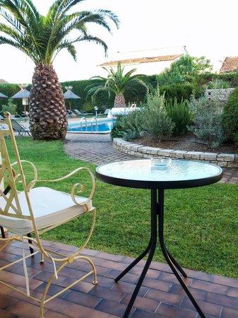 Hotel le Rodin: Accesso alla piscina dalla stanza