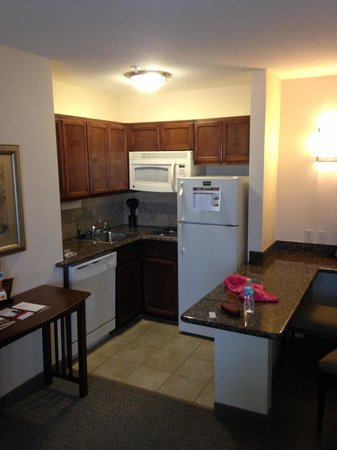 Staybridge Suites San Antonio NW near Six Flags Fiesta Texas: kitchenette