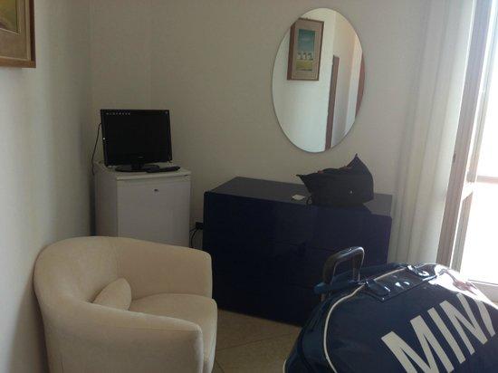 Hotel Carlton Beach: Kühlschrank