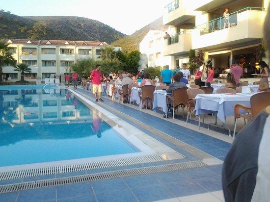 Luana Hotels Santa Maria: ужин