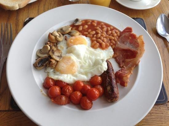 The Three Wheat Heads Inn : breaky!