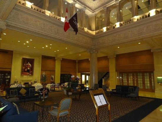 The Omni King Edward Hotel: nice loby