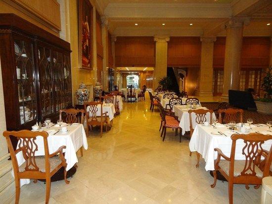The Omni King Edward Hotel: breakfast corner