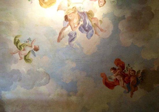 Burchianti: Потолок в номере