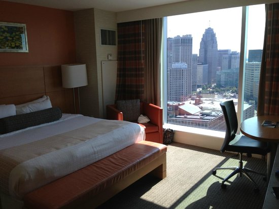 Greektown Casino Hotel: Bedroom and view