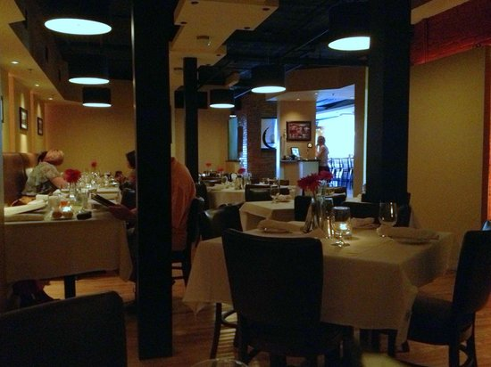 Nuovo Restaurant: Inside the dining room