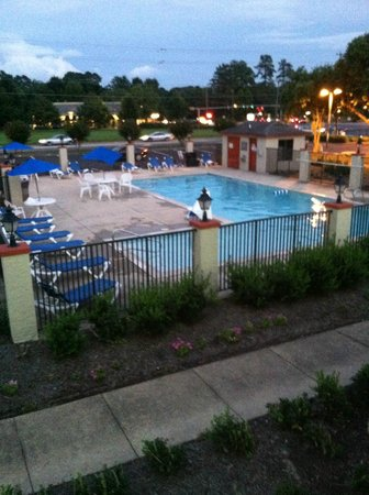 Econo Lodge Inn & Suites - Williamsburg: Pool area