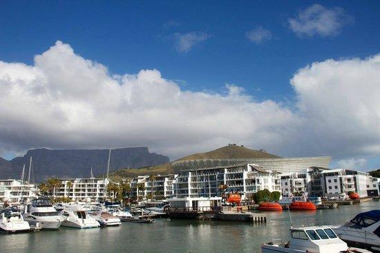 Radisson Blu Hotel Waterfront, Cape Town : Hotel visto do pier