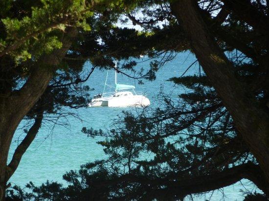 Hotel de la Pointe : Voorkant met zicht op zee van uit de kamer