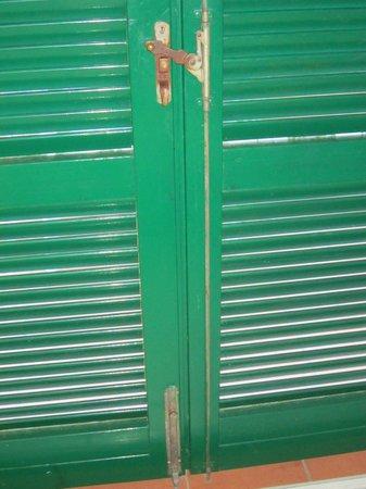Hotel & Resort Sant'Anna del Volterraio : Le condizioni dei serramenti