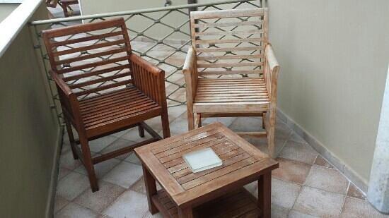 Hotel Villa Undulna Terme della Versilia: sedie esterne balcone camera