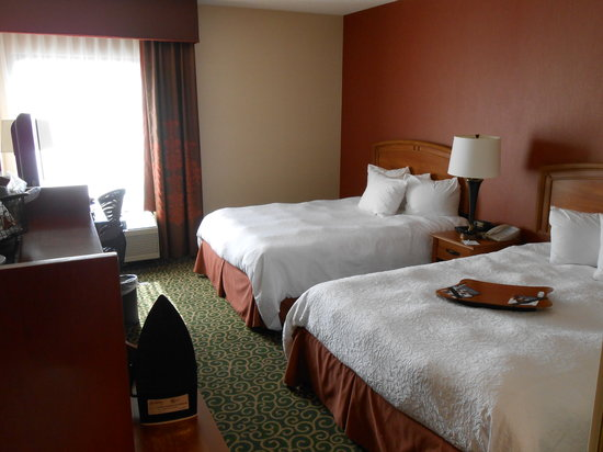 Hampton Inn Hagerstown - I-81: 2 Queen handicap accessable room