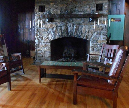 Bascom Lodge : Fireplace in den